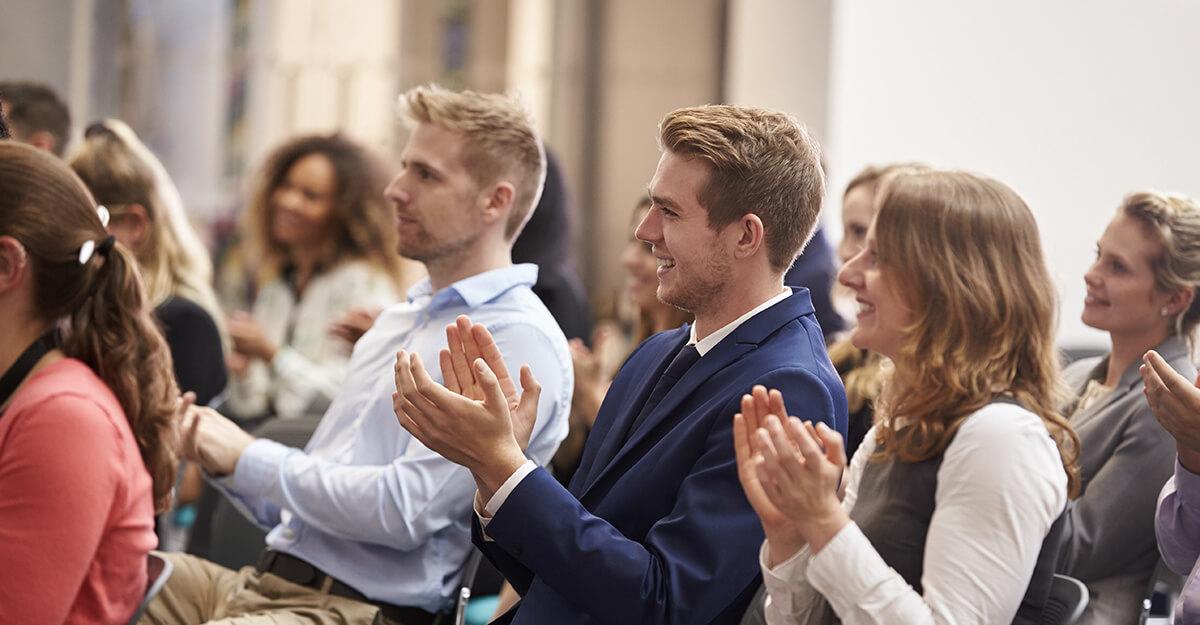 Teilnehmer auf Konferenz in Konferenzsaal
